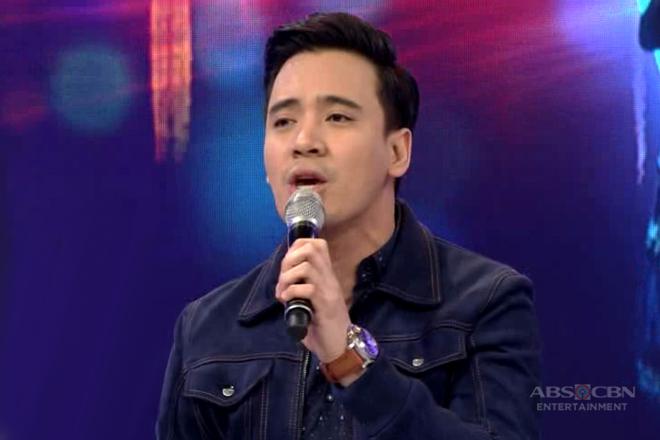 Erik Santos sings