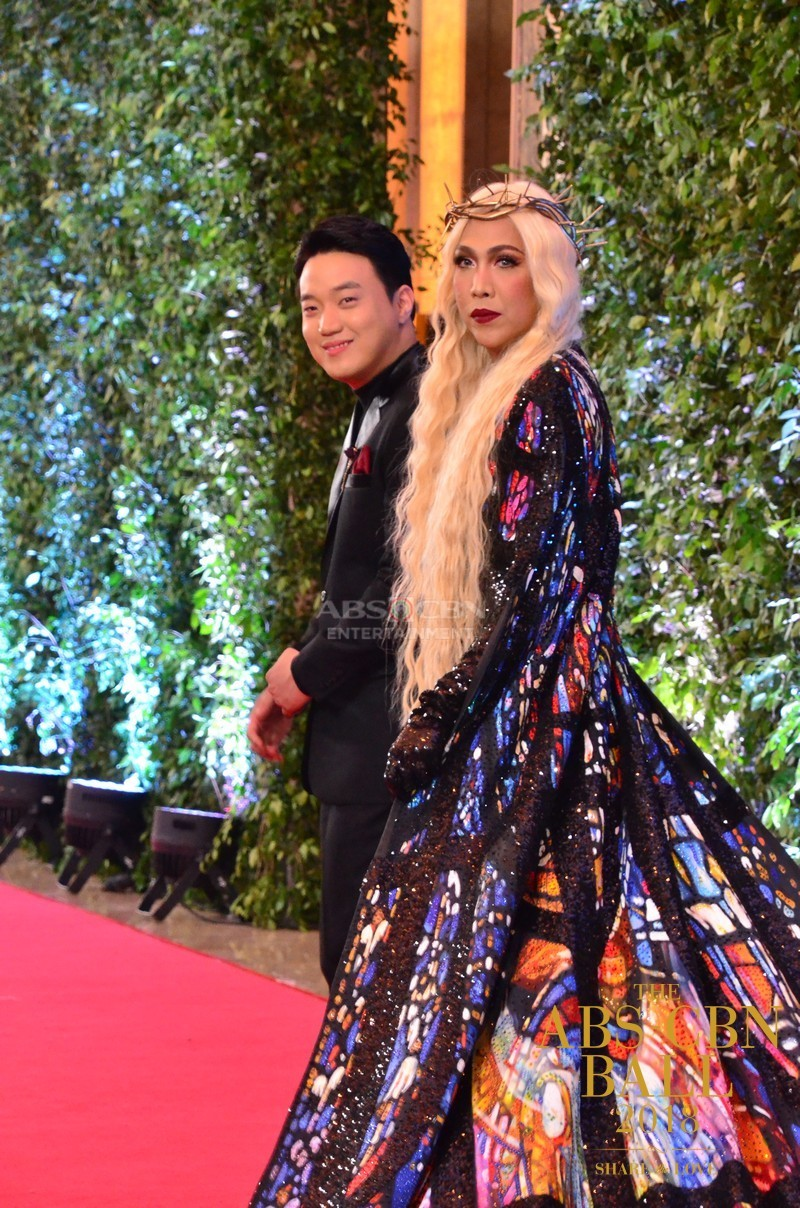 Gandang-Gabi-Vice-Vice-Ganda-Unkabogable-Outfits-at-ABS-CBN-Ball-11