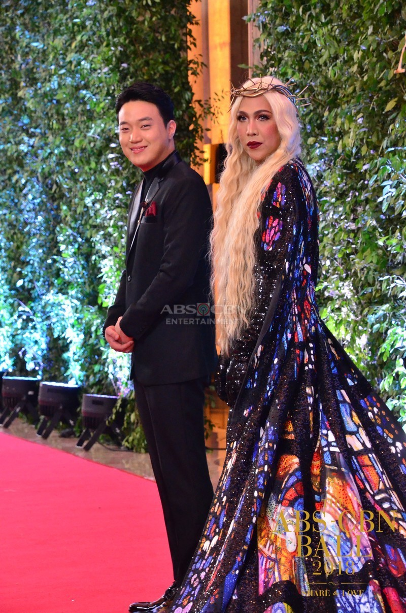 Gandang-Gabi-Vice-Vice-Ganda-Unkabogable-Outfits-at-ABS-CBN-Ball-12