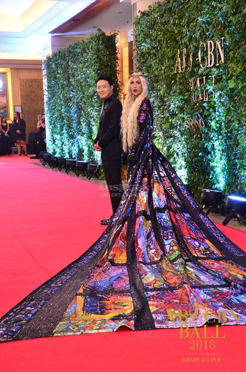 Gandang-Gabi-Vice-Vice-Ganda-Unkabogable-Outfits-at-ABS-CBN-Ball-13