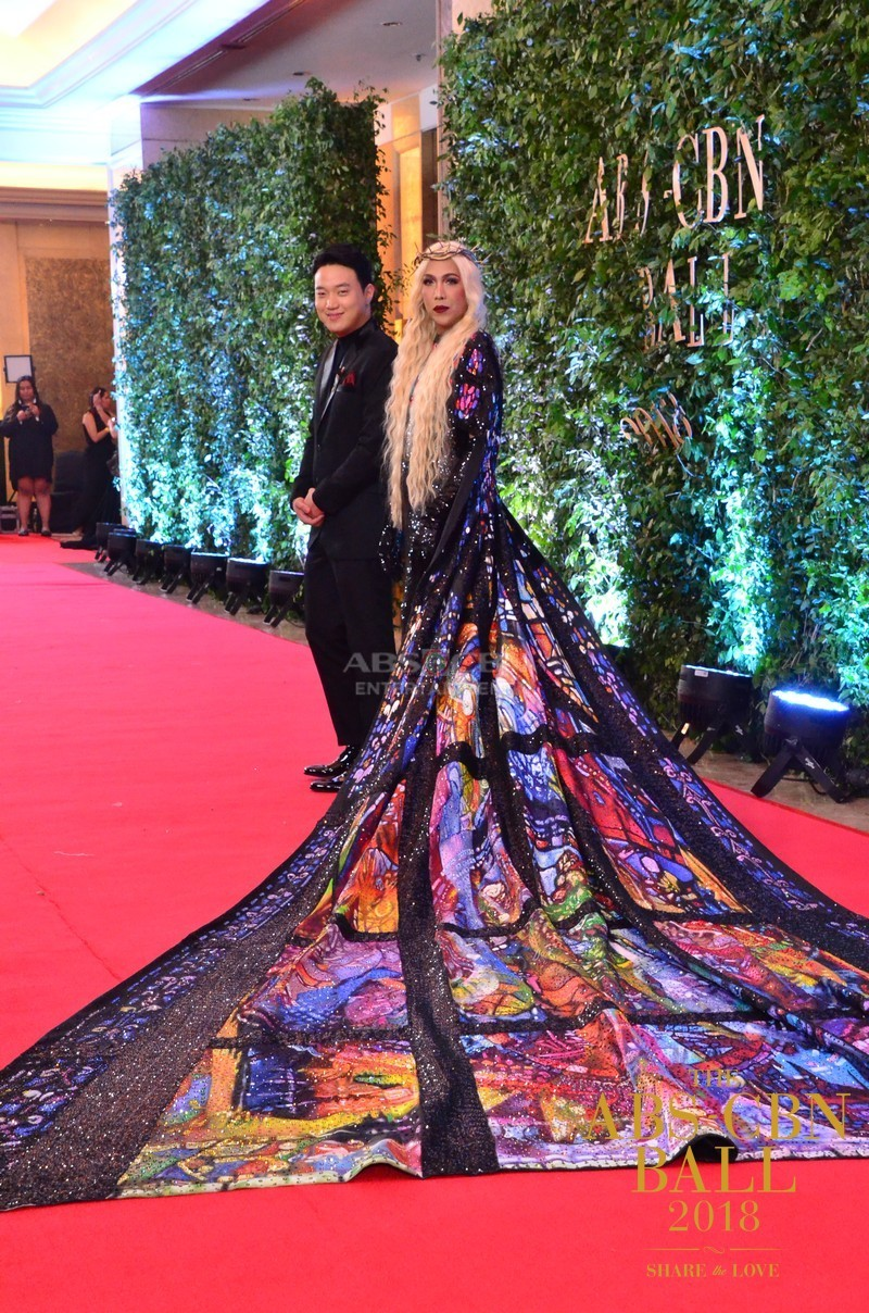 Gandang-Gabi-Vice-Vice-Ganda-Unkabogable-Outfits-at-ABS-CBN-Ball-14