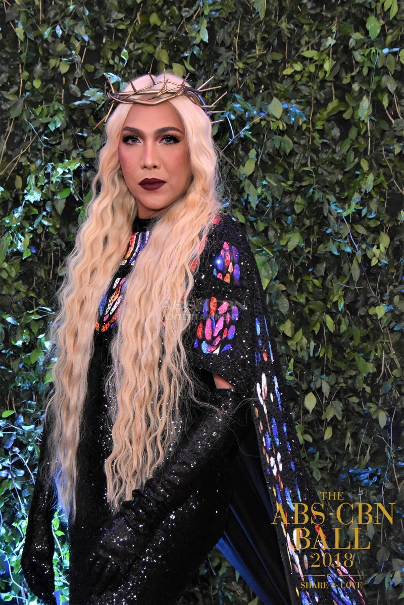Gandang-Gabi-Vice-Vice-Ganda-Unkabogable-Outfits-at-ABS-CBN-Ball-28