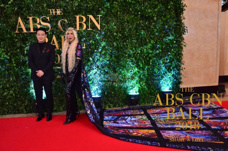 Gandang-Gabi-Vice-Vice-Ganda-Unkabogable-Outfits-at-ABS-CBN-Ball-5