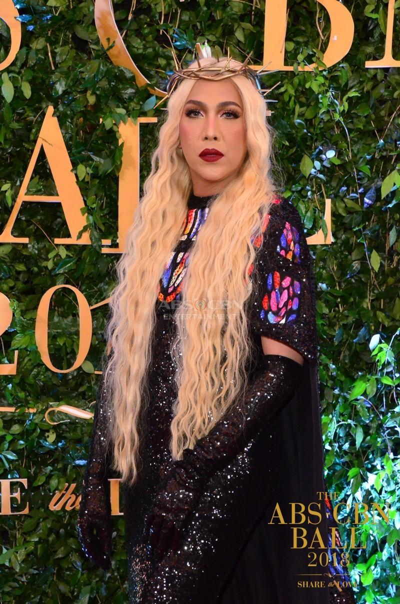 Gandang-Gabi-Vice-Vice-Ganda-Unkabogable-Outfits-at-ABS-CBN-Ball-8